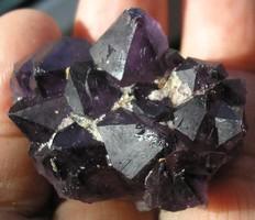 Ametiszt természetes kiméretű klaszter (2)