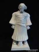 Herendi Csapváry paraszt címerrel porcelán szobor
