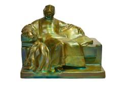 Zsolnay eosin körpecsétes Anonymus szobor