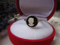 Egyedi kivitelezésű kámea ezüst gyűrű - figyelemfelkeltő darab