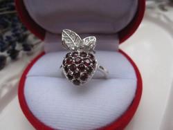 A tiltott gyümölcs - ezüst gyűrű, mélybordó gránát kövekkel 1,75 cm