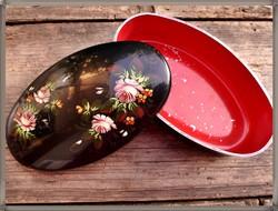 Káprázatos, kézzel festett, palehi lakkfestésű, rózsacsokor mintás, régi orosz ovális fém doboz.