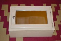Fali  kis szekrény tükrös ajtóval