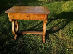 Lantlábú gyönyörű antik asztal egy fiókkal / biedermeier asztal -Közel az M0-áshoz