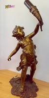 Fáklyát tartó puttó, bronz asztali lámpa, a múlt század közepéről, kivételes ritkaság