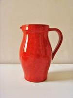 Piros, kisméretű kerámia kancsó, kiöntő