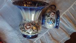 Különleges magas fényű,kék eozin mázas,plasztikus rózsadíszes váza és csésze.(együtt)