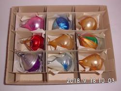 9 db üveg karácsonyfadísz dobozában