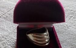 Modern fazonú ezüst gyűrű