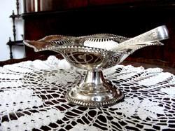 Gyönyörű, ezüstözött antik, hullámos, áttört szélű, kecses, cukorkínáló asztalközép, cukorcsipesszel