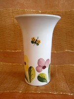 Kézzel festett, mázazott virág és pillangó mintával festett kerámia váza 20 cm magas
