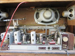 Sofia Typ M10 Elektroncsöves rádió, üzemképes, szól de csak HH,KH, RH hullámsávon.