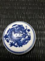 Kínai pecsétnyomó festék, cínober az alapany, festett porcelán sárkányos tégelyben