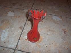 Fodros piros váza eladó