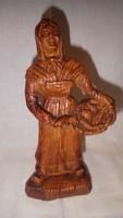 Régi fafaragás halárus asszony szobor