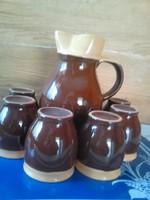 Boros kancsó poharakkal