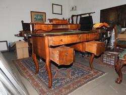 Neobarokk íróasztal az 1900-as évek elejéről.
