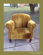 Robusztus,tömzsi,legyező hátulju fotel,garnitúra része