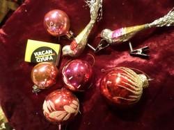 Pirosas-rózsaszínes ,üveg , retro karácsonyfadíszek , egyben .