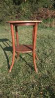 Antik jelzett Thonet asztal eladó - 76 cm magas 52 cm átmérőjű