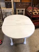 Felújított kisméretű asztal