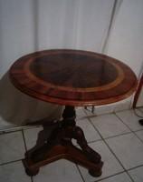 Faragott diófa intarziás háromlábú asztal