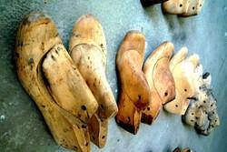 Rengeteg régi fa kaptafa cipész eszköz loft dekor sámfa