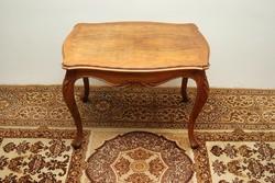 Barokk stílusú dohányzóasztal
