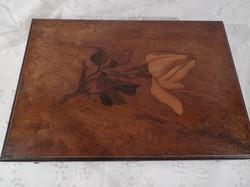 Doboz - zenélő - antik - fa - rózsa mintás - intarziás , 24 x 16.5 x 8.5 cm TÖKÉLETESEN MŰKÖDIK