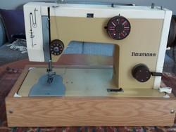 Retro Naumann varrógép hordtáskában