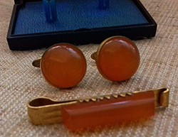 Retro Jelzett orosz mandzsettagomb nyakkendő csipesszel valódi borostyán kővel ékítve dobozban