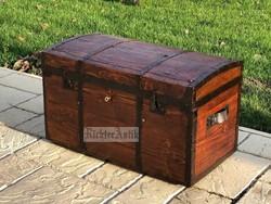 Antik bútor, régi utazó láda 1885-ből Felújított.