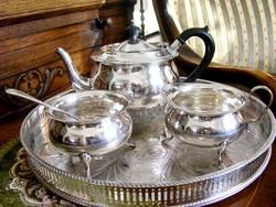 Ezüstözött Sheffield áttört peremű tálca, rajta csodás, szintén ezüstözött teás vagy kávés készlet