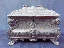 Nagyméretű 19.század végi ékszeres doboz.Ón doboz.