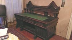 Faragott íróasztal (19./20. század-fordulós)