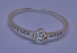 Elegáns Csillogó köves ezüstgyűrű új.