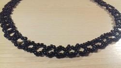 Fekete fűzött gyöngynyaklánc 043
