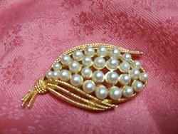 Gyönyörű gyöngyökkel kirakott antik bross