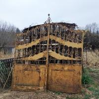 Régi míves kovácsoltvas kerítés nagykapu