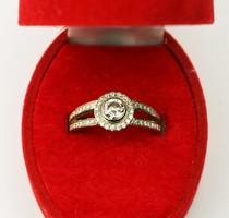 Női arany gyűrű modern csiszolású briliánssal