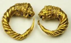 Antik arany fülbevaló pár oroszlánfejes díszítéssel i.e. 4-3 sz. Görög
