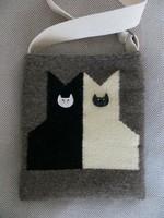 'CICÁZÓK' kézzel szőtt gyapjú táska kerámia macskafej gombokkal
