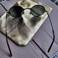 UV 400-as Retro John Lennon napszemüveg okuláré (fekete kerettel).