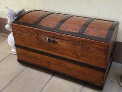 Antik bútor, Felújított régi utazó láda 18 nagyméretű.