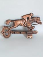 Vörösréz lovas,zsokés kulcs alakú kulcstartó,kisfogas