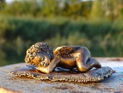 Pihenő angyalka bronz szobor