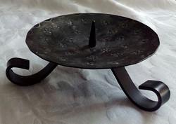 3 lábú vas gyertyatartó, 14 cm széles
