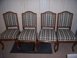 Asztal 4 székkel.