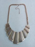 Aranyszínű mutatós dekoratív nyakék
