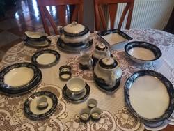 47 db-os Zsolnay Pompadur II. porcelán étkészlet + 4 db szalvéta gyűrű.
